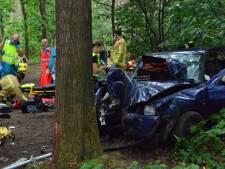 Drie zwaargewonden bij ongeluk Vlierden, bestuurder geboeid naar ziekenhuis
