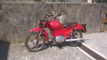 """Gestolen motorfiets van overleden brandweerman snel teruggevonden... op kerkhof: """"Bijzonder opgelucht. Motorfiets heeft vooral emotionele waarde."""""""