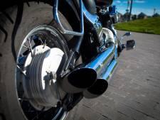 Verkeersboete leidt tot huiszoeking bij 21-jarige motorrijder, drugs en wapens gevonden in Tilburg