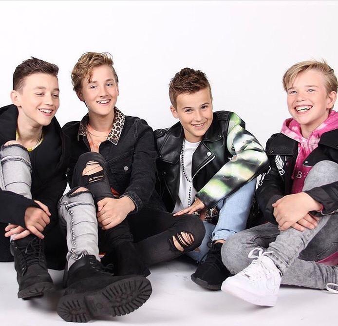 Boyband Fource met als tweede van links Jannes Heuvelmans.