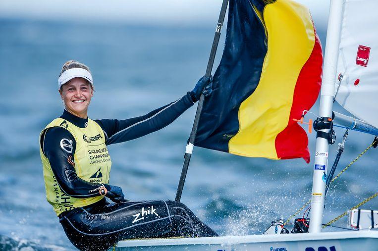 Emma Plasschaert, in het voorjaar goed voor brons op het EK zeilen.