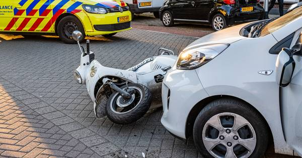 Scooterrijder gewond bij aanrijding door auto in Tilburg.
