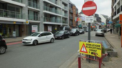 """Rijrichting Tolpoortstraat gedraaid, handelaars wachten impact af: """"Te vroeg om nu al te evalueren"""""""