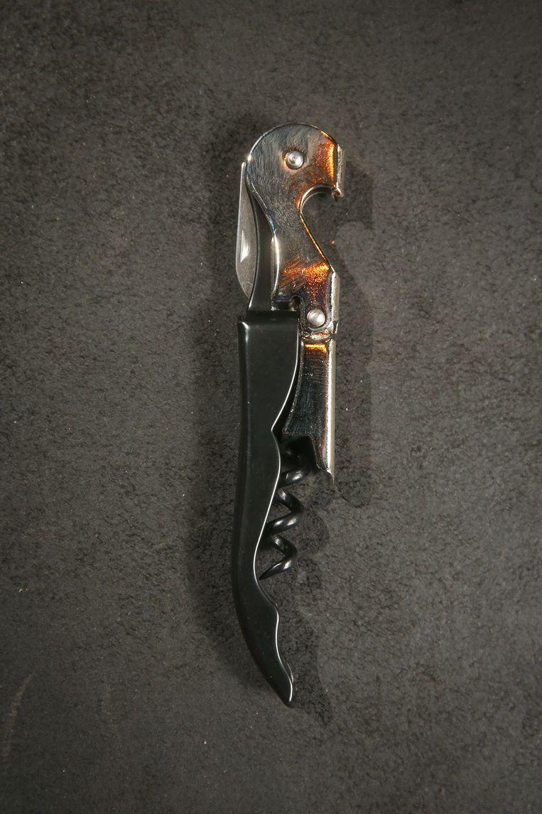 Het 'sommelier'-mes blijft de beste kurkentrekker.