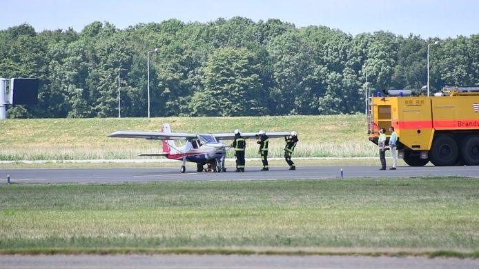 Videostill Hulpdiensten rukken uit voor vliegtuig in problemen Lelystad