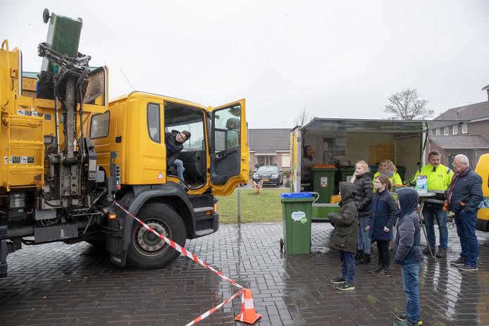 Een vuilniswagen van de ACV
