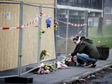 Monument van bloemen en knuffels voor vader en zoon (4) die omkwamen bij flatbrand Arnhem