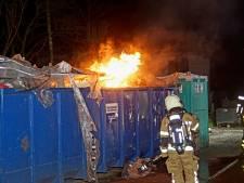 Container met sloopafval vat vlam in Kaatsheuvel