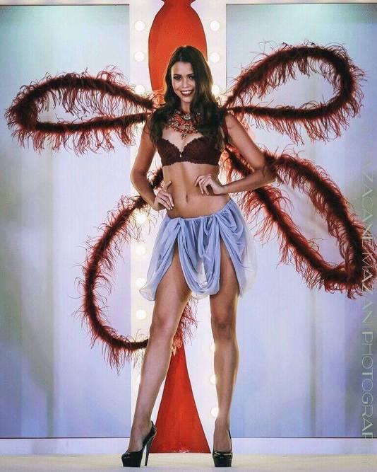 Ivana Smit op de catwalk voor lingeriemerk Triumph.