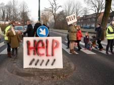 'Auto's stoppen halverwege zebrapad als kinderen oversteken'