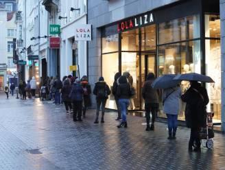 """Meteen wachtrij aan Primark bij heropening winkel, maar Stad Gent kijkt strikt toe: """"Vol is vol"""""""