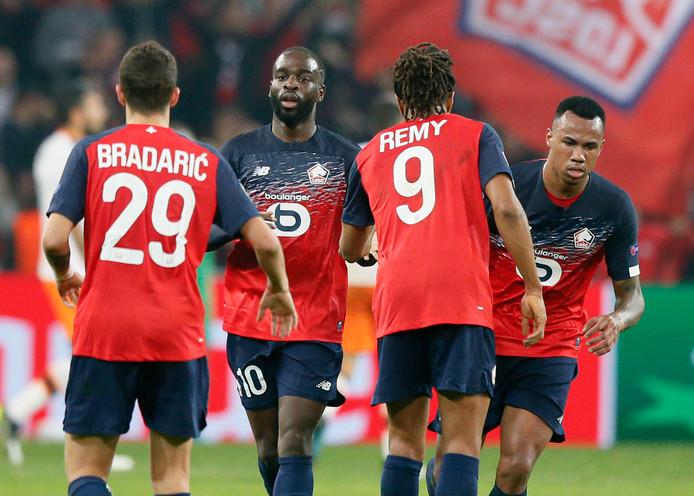 Jonathan Ikoné (tweede van links) viert zijn goal.