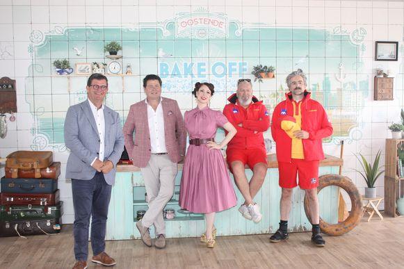 Burgemeester Bart Tommelein, juryleden Herman Van Dender en Regula Ysewijn en presentators Wim Opbrouck en Jeroom.