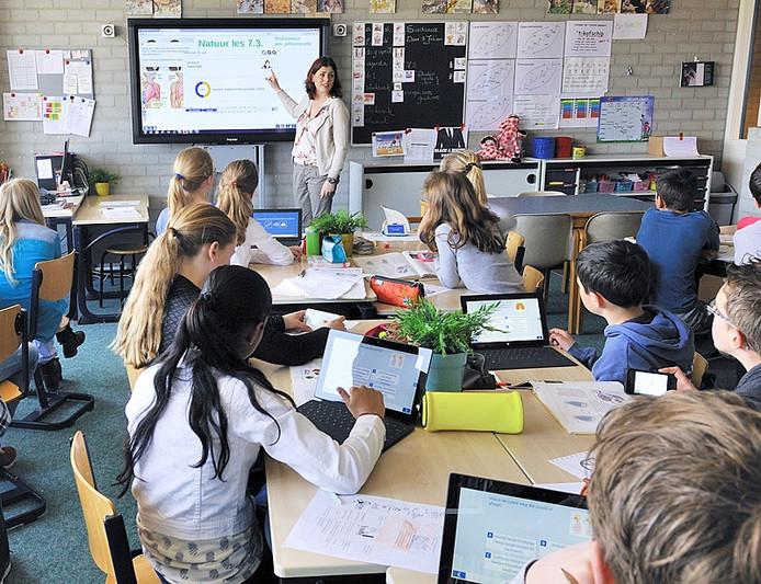 school werkt met tablet