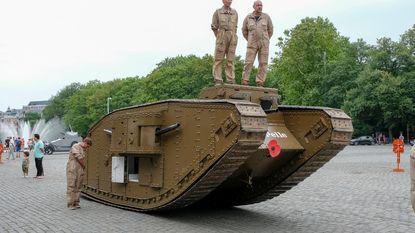 Tank mag niet meerijden in defilé, maar lokt massa 'fans' naar Warandepark