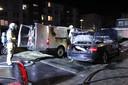 Twee auto's raakten zwaar beschadigd na de brandstichting aan de Adenauerlaan waarvoor twee verdachten zijn aangehouden.
