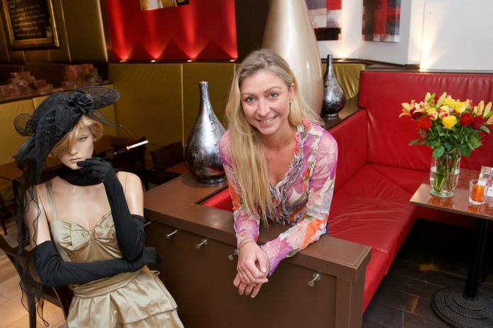 Jacqueline Terberg in haar café Madame Touché. Het café zit, samen met drie andere cafés, sinds deze week op slot.