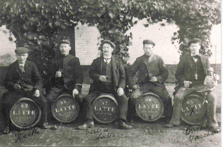 Valère Latte (midden) was niet enkel landbouwer-brouwer, maar ook gemeentesecretaris van Gavere.