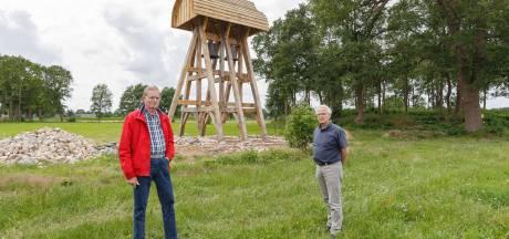 Klokgelui galmt weer over Staphorst, na bouw replica van in 1753 afgebroken klokkenstoel