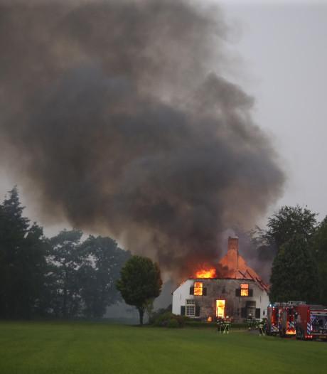 Bliksem slaat in bij woonboerderij Esch: huis ingestort, geen gewonden