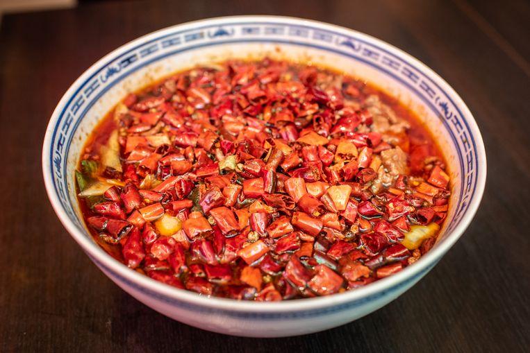Gerecht van restaurant Sichuan in Amsterdam. Beeld Simon Lenskens