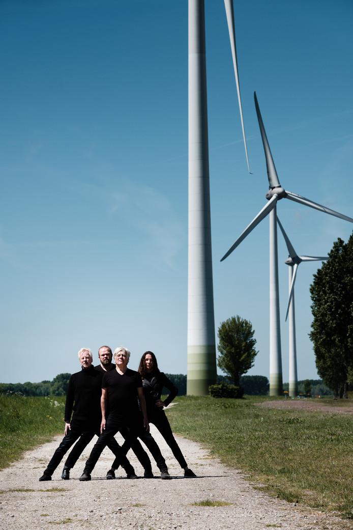 Supersister Projekt (vlnr): Leon Klaasse (drums), Bart Wijtman (bas), Robert Jan Stips (toetsen, zang) en Marieke Brokamp (viool)