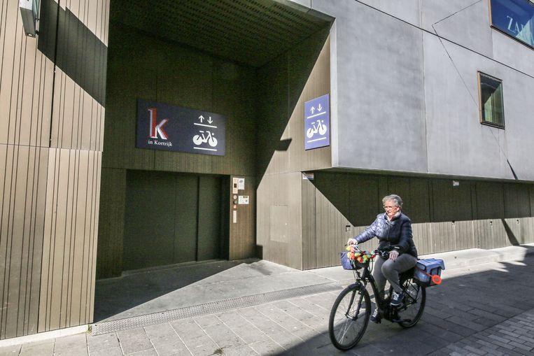 De lift naar de fietsparking onder winkelcentrum K, in de Sint-Jansstraat
