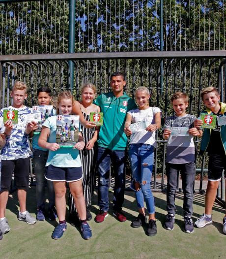 Wedstrijd FC Dordrecht - Jong AZ in teken van Kika