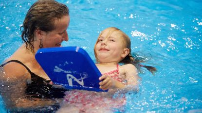 Schoolzwemmen blijft tóch betaalbaar, want  Stad Kortrijk betaalt deel terug