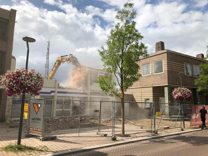Het voormalige postkantoor in Veghel en de naastgelegen panden maken plaats voor nieuwbouw.
