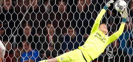 Keeper Van Dorp tekent nieuw contract bij PSV