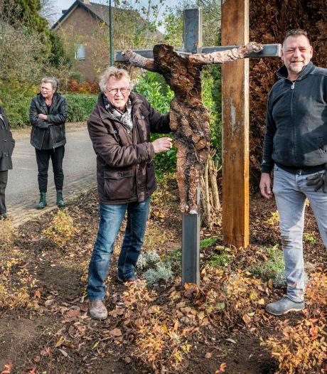 'Misschien wil onze nieuwe pastoor 'm wel zegenen' - Lithoijen is blij met tijdelijk kruisbeeld met een knipoog