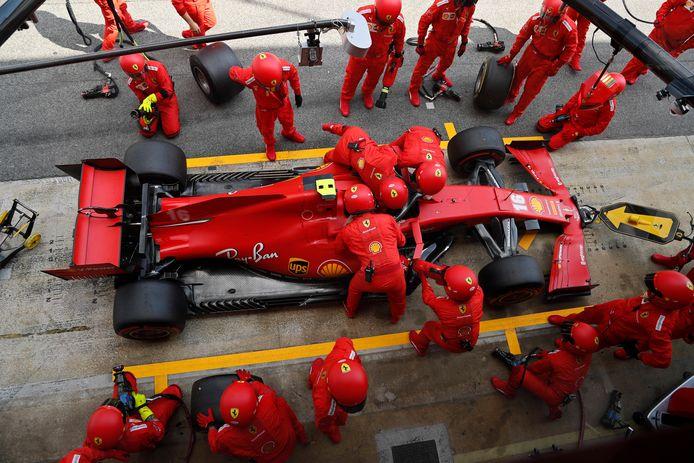 Charles Leclerc tijdens een pitstop bij de Grand Prix van Spanje.