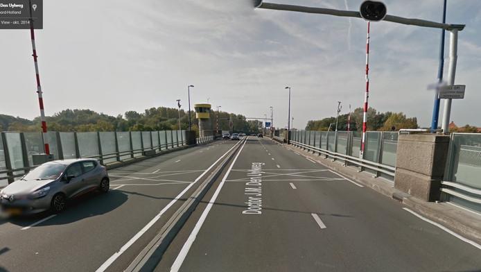 De J.M den Uylbrug in Zaandam