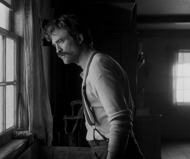 Robert Pattinson in 'The Lighthouse'. Beeld