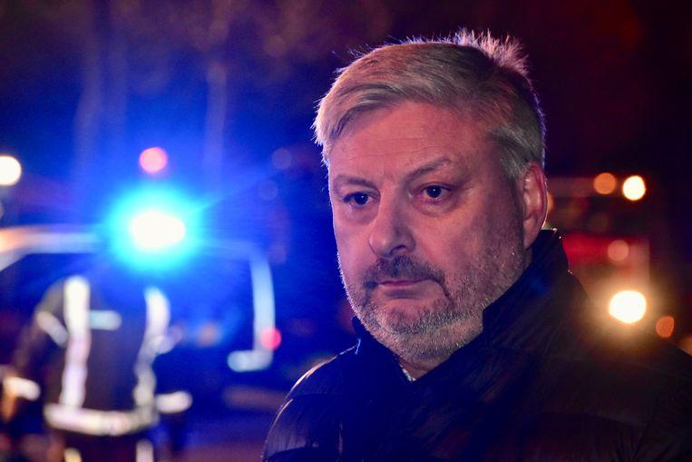 Francis Vanbiervliet, de manager van Matco in Waregem, moest met lede ogen toekijken hoe het vuur alles verteerde.
