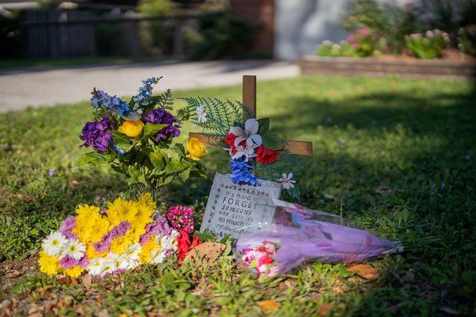 Op de plek waar de hardlopende Arbery omkwam is een herdenkingsplaats ingericht.