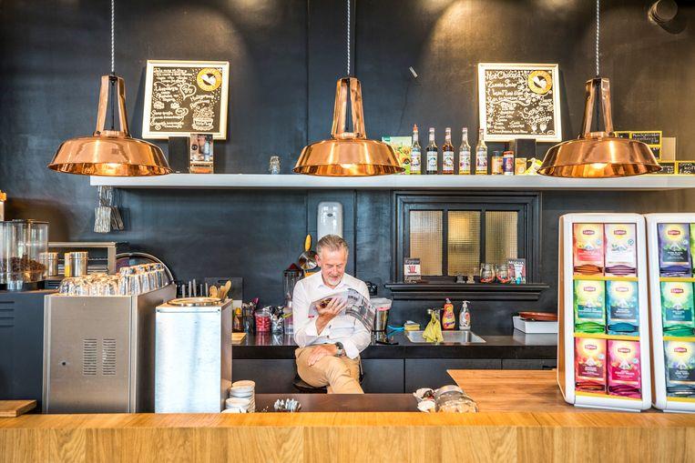 De bar van het leescafé. Beeld Raymond Rutting / de Volkskrant