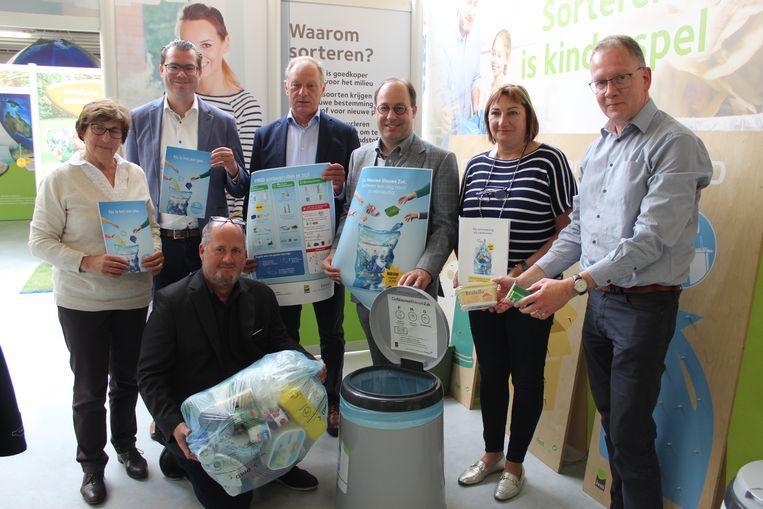 De nieuwe sorteerregels voor de blauwe pmd-zak werden voorgesteld bij IVM in Eeklo.