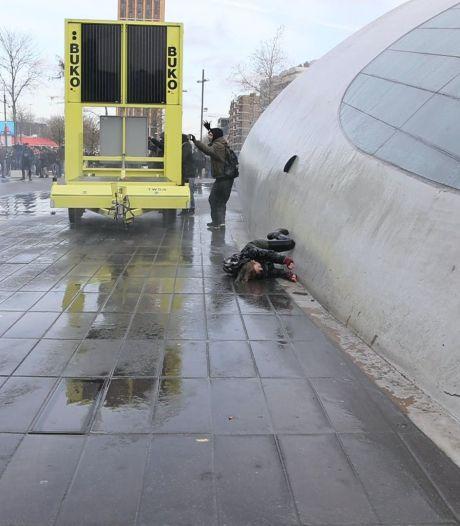 Eindhovense schrijft brief aan vrouw die in gezicht werd geraakt door waterkanon: 'Jij overtrad de wet'