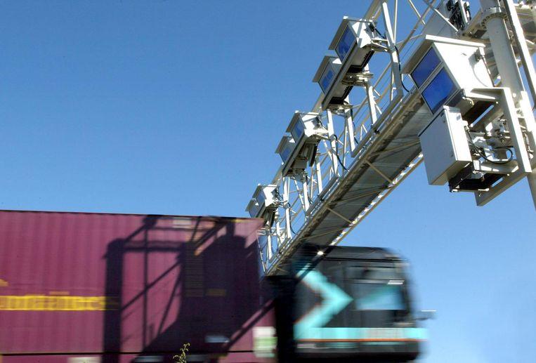 Op de Duitse snelwegen staan al langere tijd digitale tolpoortjes voor vrachtverkeer. Beeld anp