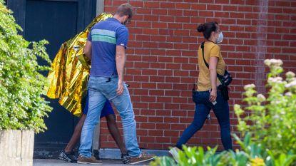 Relschoppers komen aan bij onderzoeksrechter op blote voeten en met ontbloot bovenlijf: twee verdachten ontkennen politie te hebben geslagen