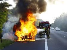 Auto brandt volledig uit langs A28 vlakbij Wezep