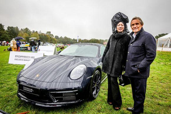 Jacky Ickx en zijn vrouw Khadja Nin kwamen de Porsche Belgian Legend Edition onthullen.