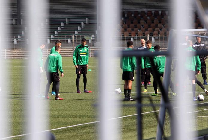 Besloten training bij FC Dordrecht in aanloop naar het duel met Achilles '29.
