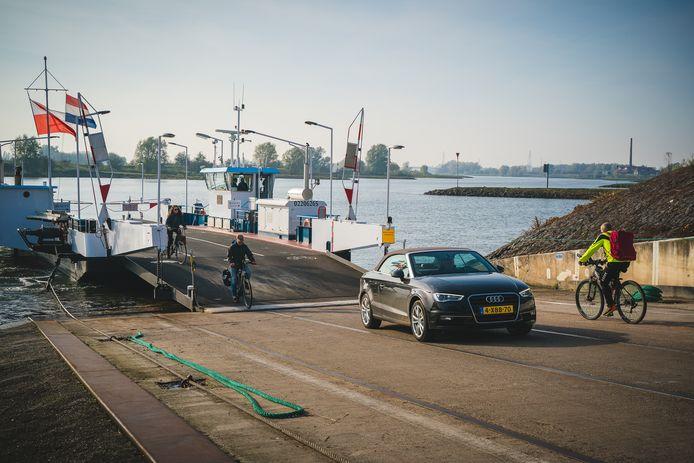 De tarieven van het Lexkesveer in Wageningen gaan omhoog.