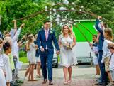 Verrassing! Kinderen regelen stiekem bruiloft voor juf