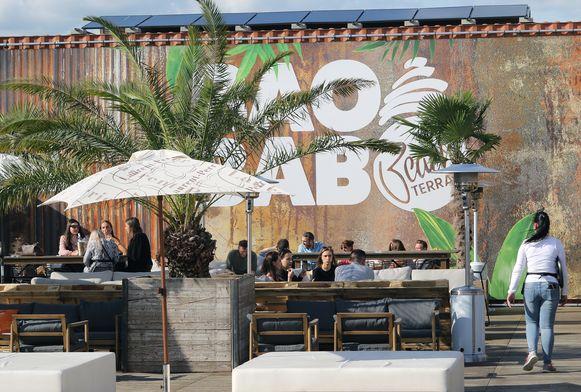 Vooral voor de zomerbar Baobab is de nieuwe beperking een streep door de rekening.  Hetzelfde geldt voor Jardin Albert.
