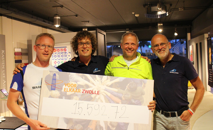 Het project SchuldHulpMaatje ontving tijdens de slotavond van de Warmlopers een mooi geldbedrag.
