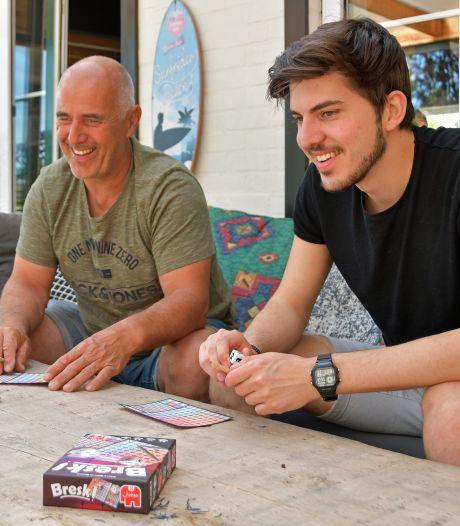 Vader en zoon uit Breskens bedenken nieuw familiespel. 'Bresk!' is nu vertaald in 6 talen